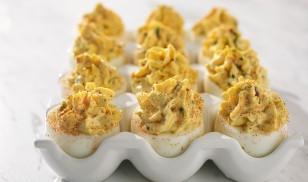 bacon-cheddar-deviled-eggs-2-930x550