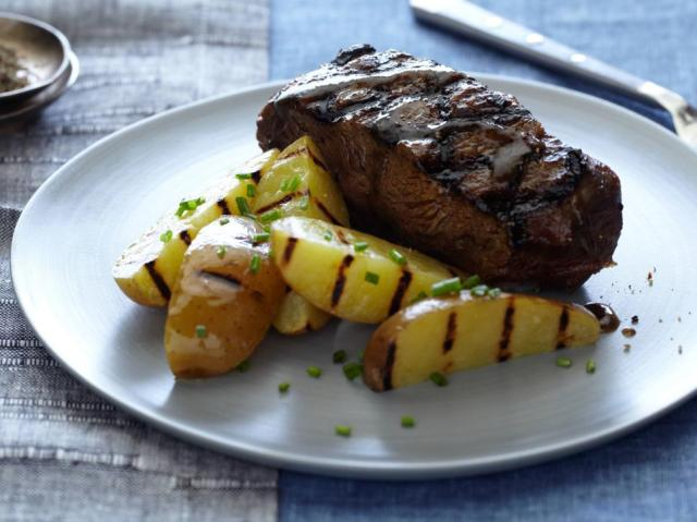 whiskey-glazed-flat-iron-steaks_s4x3.jpg.rend.hgtvcom.966.725